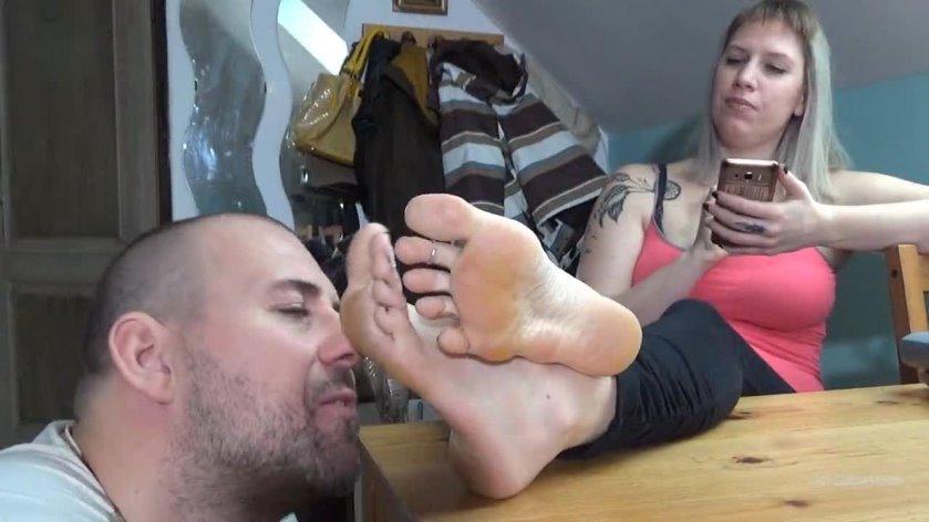Lick my feet now