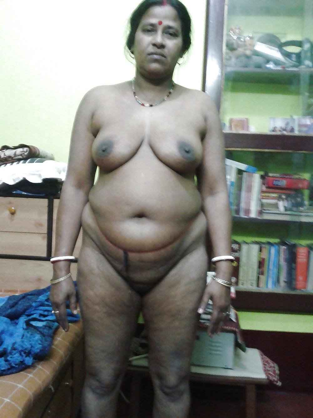 Big mature nude aunty
