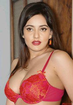 Hot neha sharma in saree xxx