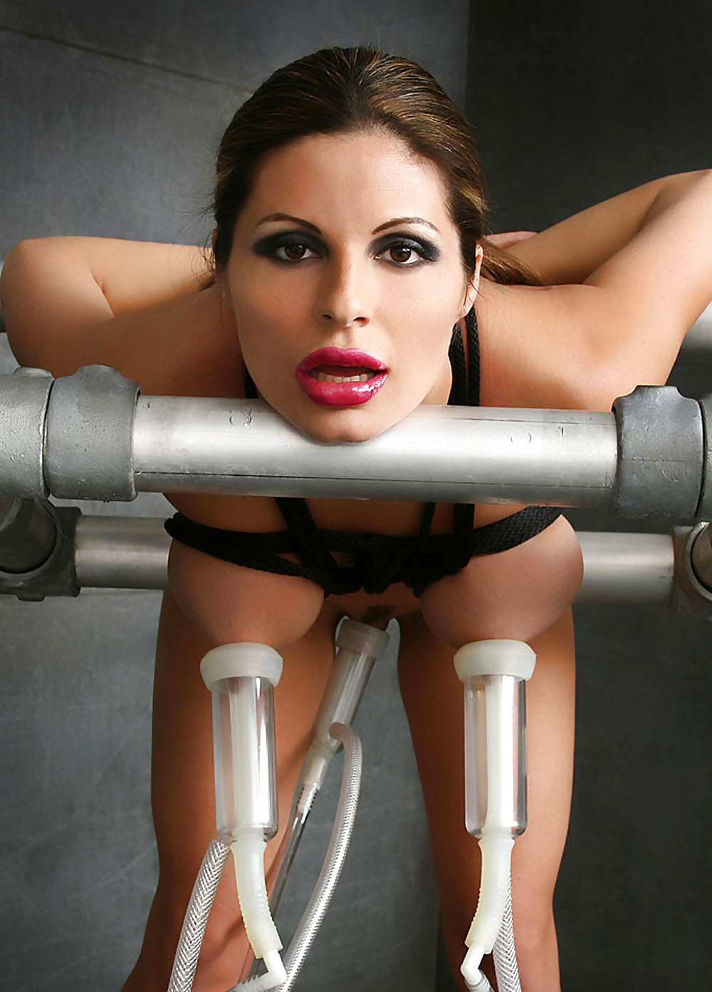 Tit milking stretching machine