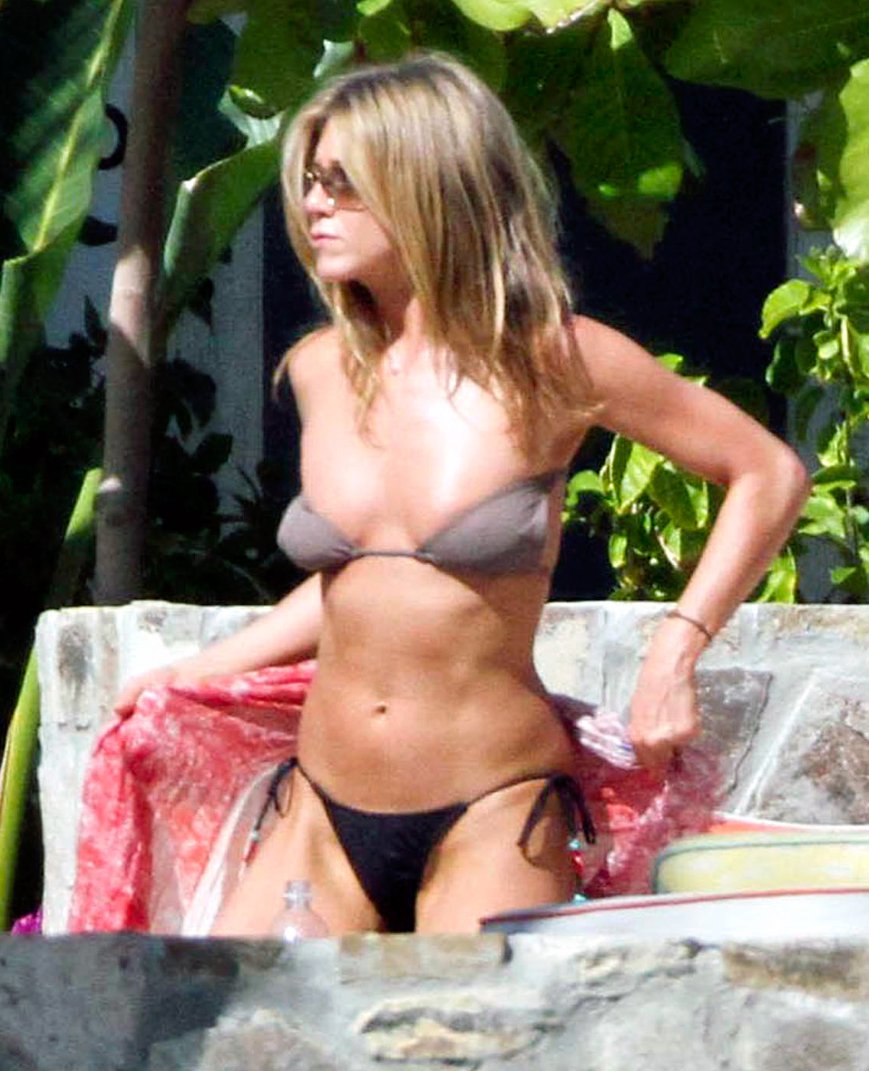 Candid jennifer aniston bikini
