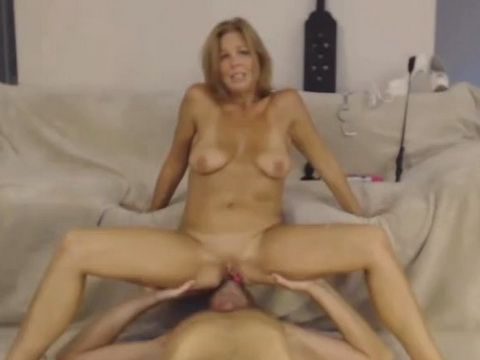 Amateur couple pussy eating