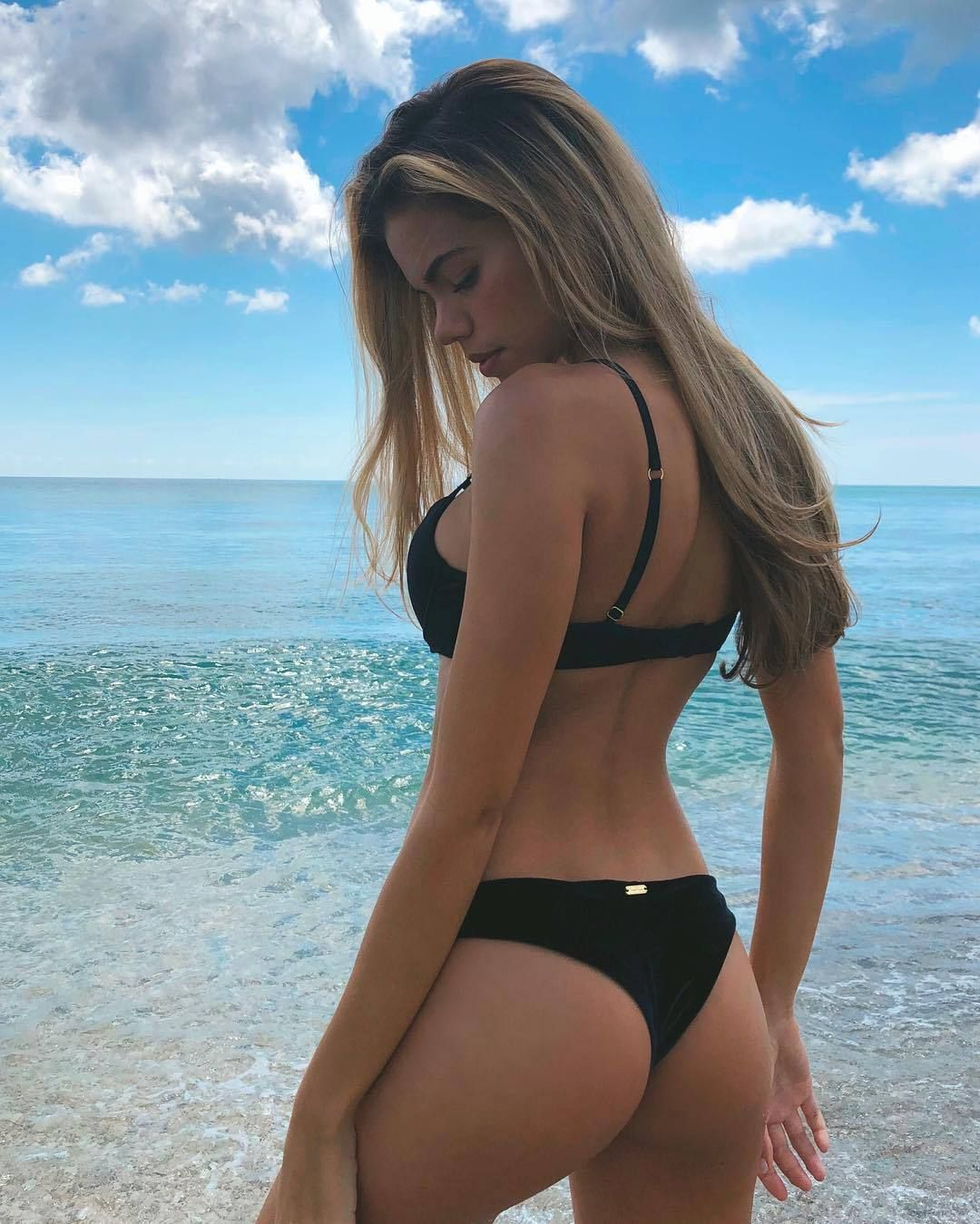 Hot girls bikini asses