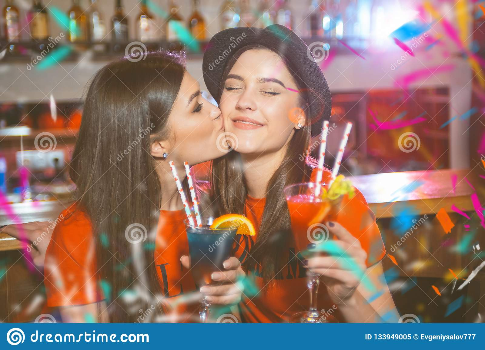 Girl at party goes lesbian