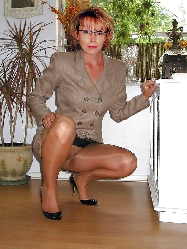 Amateur mature wearing pantyhose