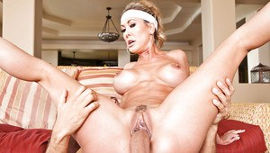 Mature lady sonia blowjobs