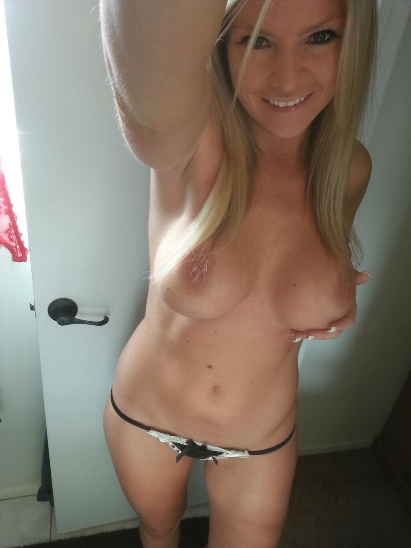 Amateur spread lisa leg nude neil