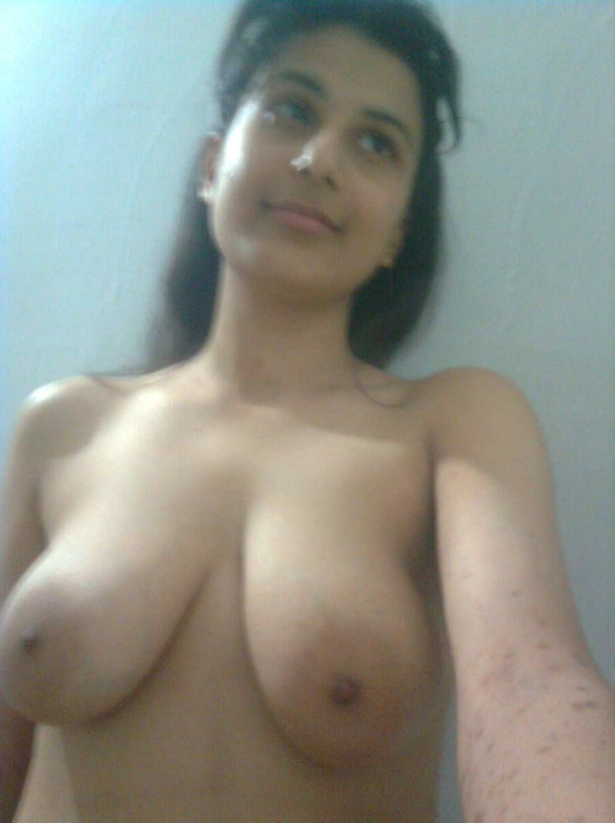Indian college girl naked boob pic