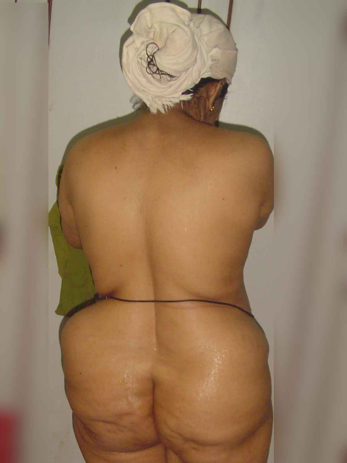 Indian aunty big ass naked pic