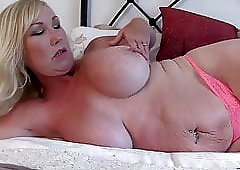 Mature mom gives lessons xhamster