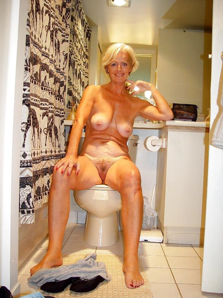 Mature Justine Posing Naked On The Bed Indian Aunty-1549