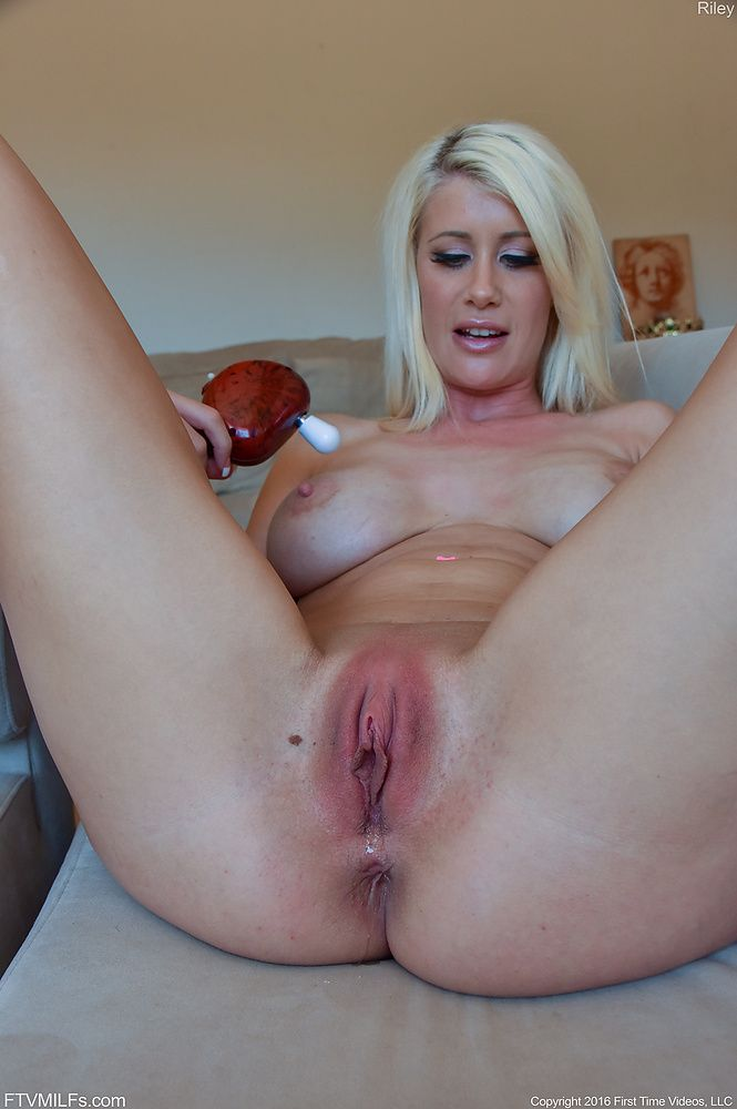 Hot moms pussy pic