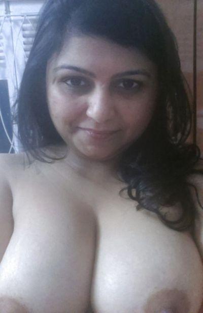 Aunty selfie nude