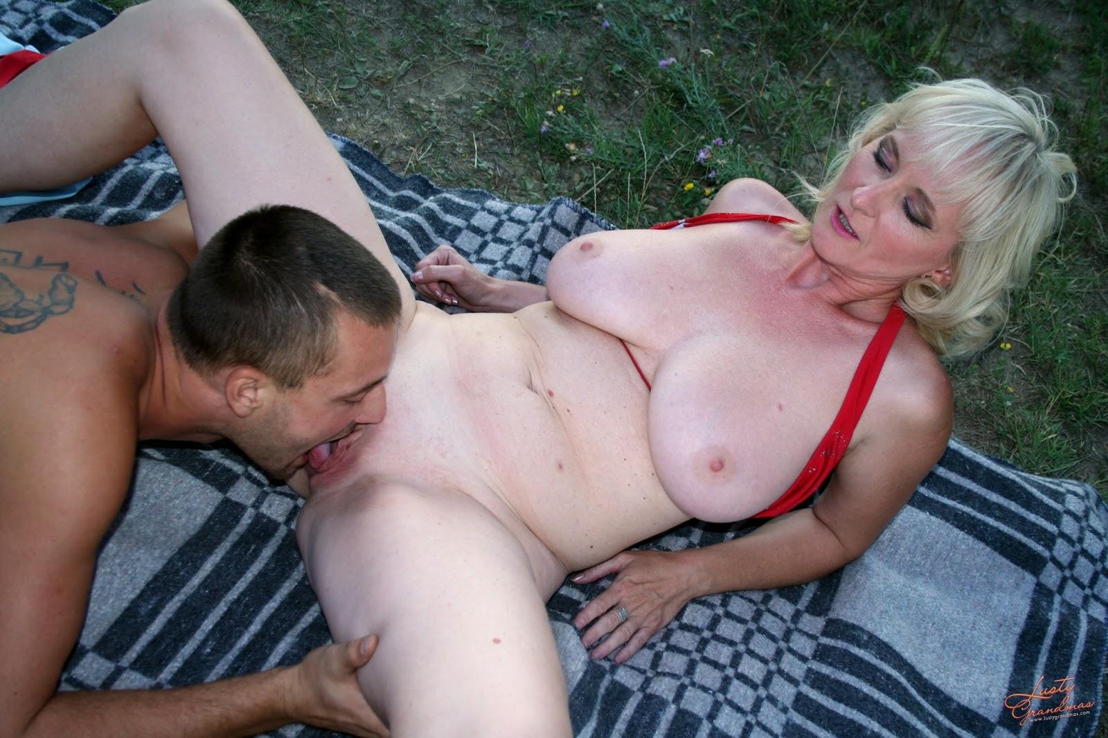 Mature women outdoors sex