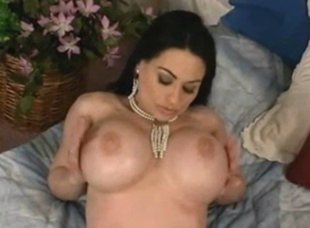Nude posing tube softcore