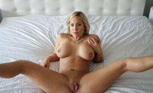 Amateur brunette milf big boobs