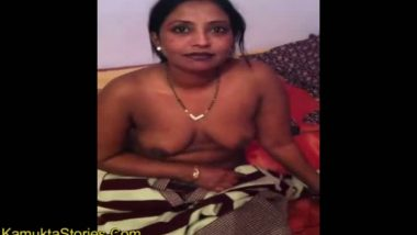 Hd images hot desi aunty boobs blouse saree