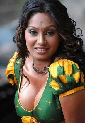 Old aunty big cleavage pic