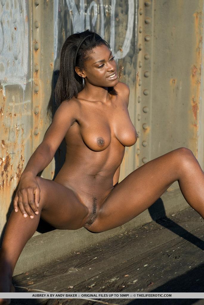 Nigerian girls exposed pussy