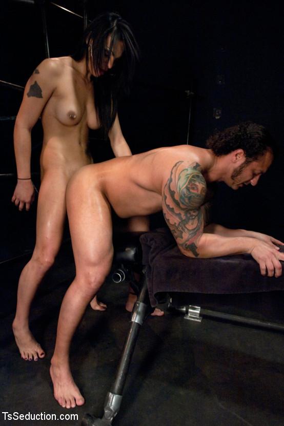 Dutch tranny anal sex