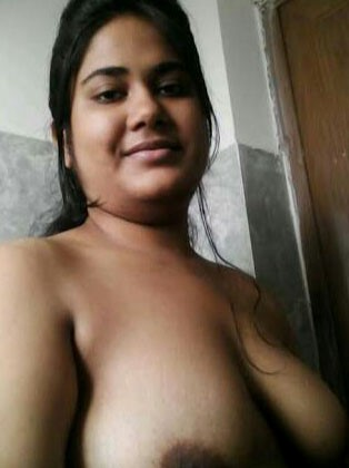 Indian bhabhi open boobs pic