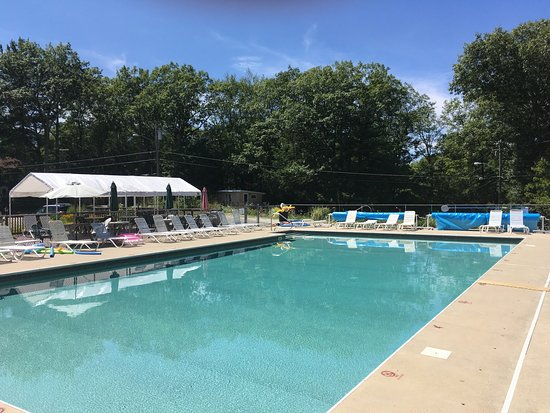 Connecticut nudist clubs in