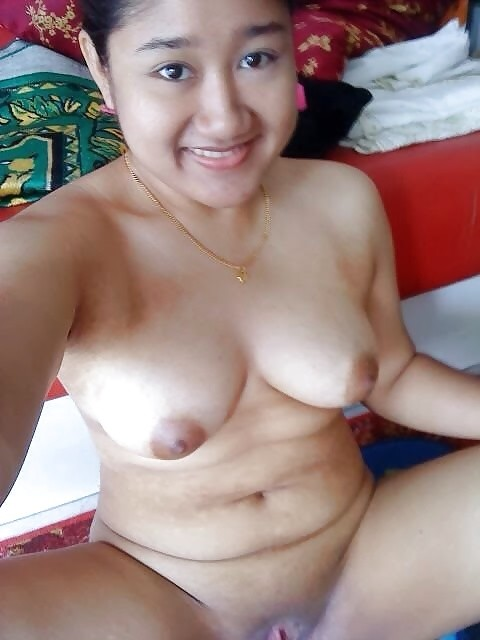 Muslim girls nude selfie