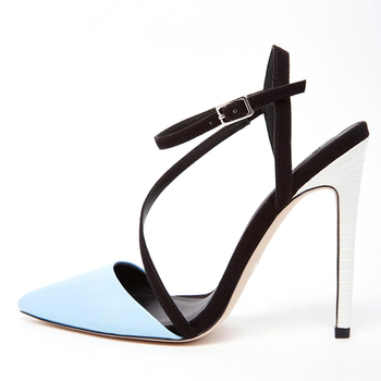 Lesbians clear heels