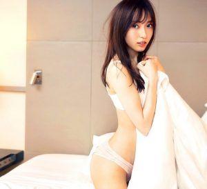 Skinny model naked waxed pussy