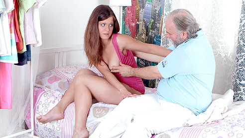 Girls fuck anal and barefoot