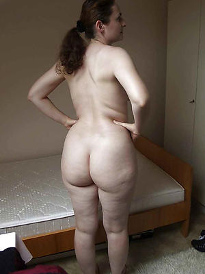 Homemade amateur naked butt