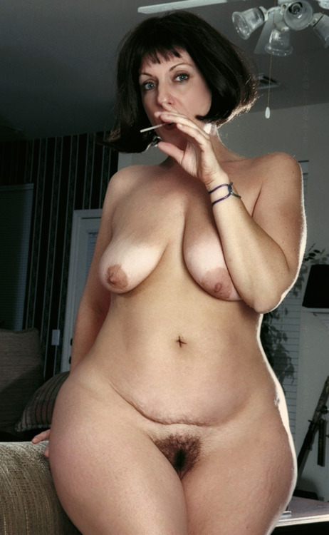 Wide hips nude pregnant women image
