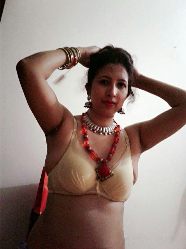 Indian aunty hot hot
