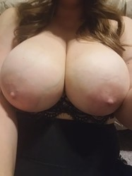 Chubby girl with big tits amateur selfie