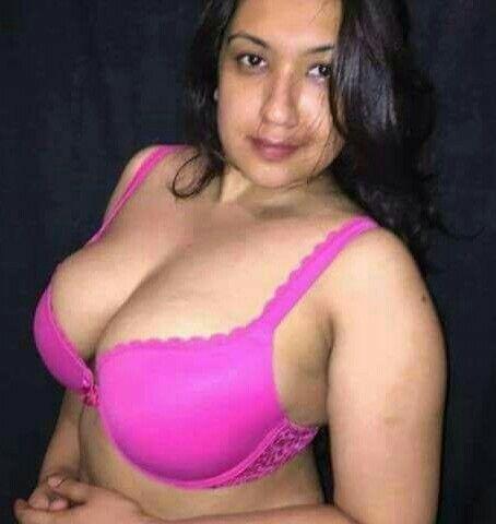 Hot desi boobs in nude bra