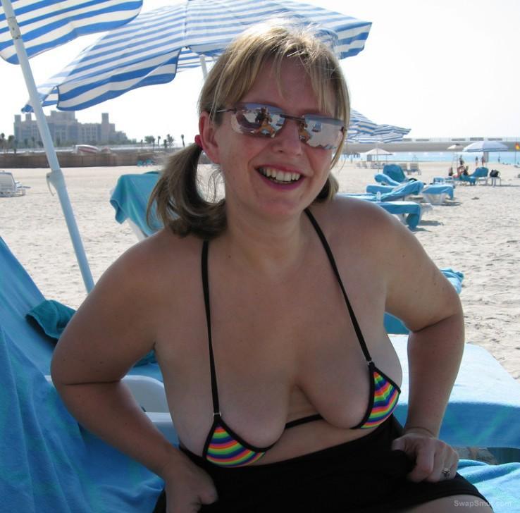 Amateur thong bikini moms