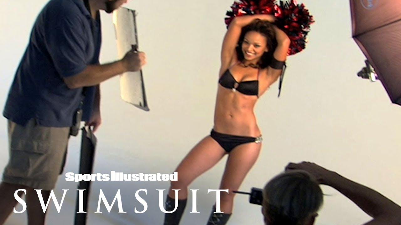 Bikini cheerleader hot ass