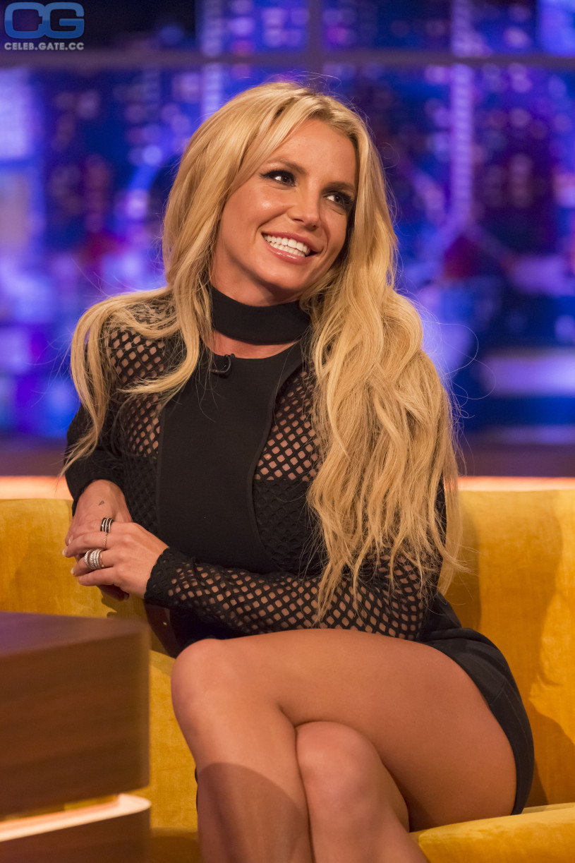 Britney spears naked and upskirt pics