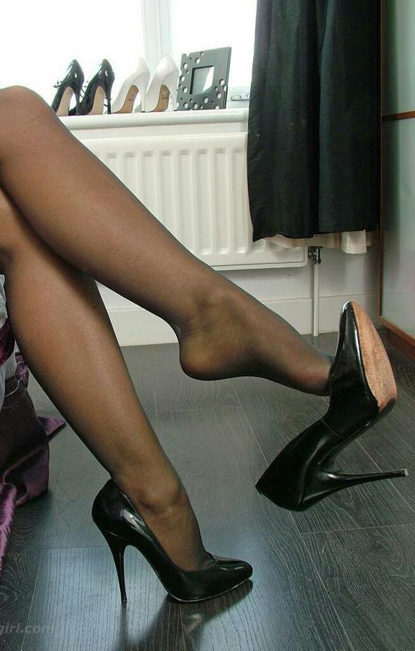 Pantyhose shoe dangling fetish