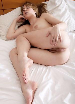 Girls naked sleeping pics