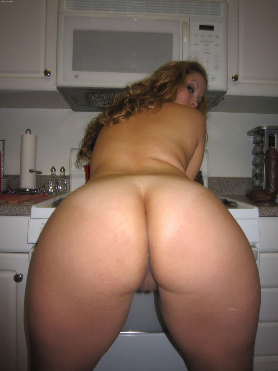amateur nude females with thick asses