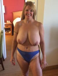 Busty nude house wife