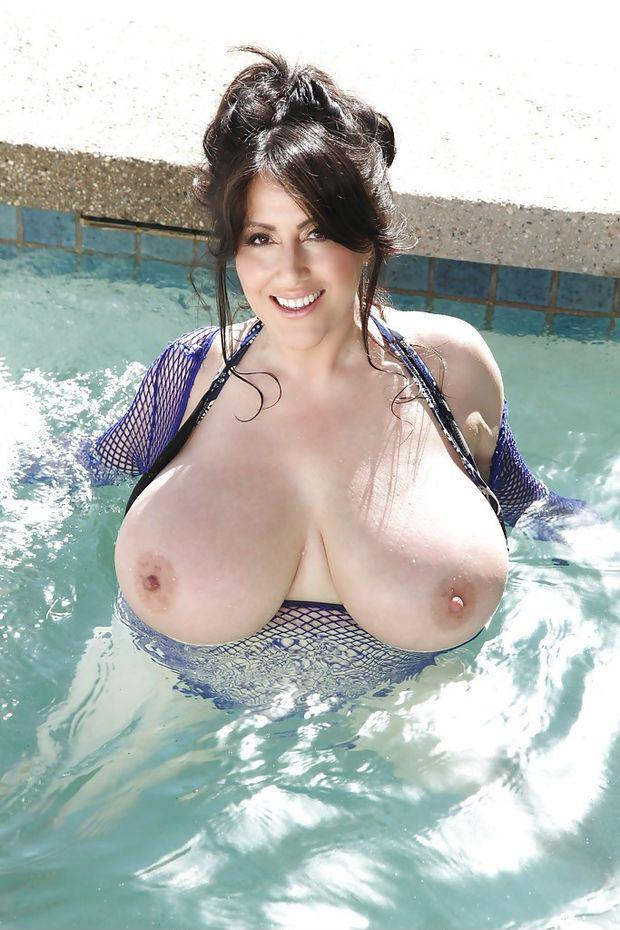 Nude pics of tits at water parks