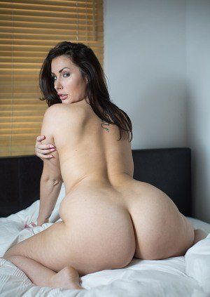 Big booty naked ass on bed
