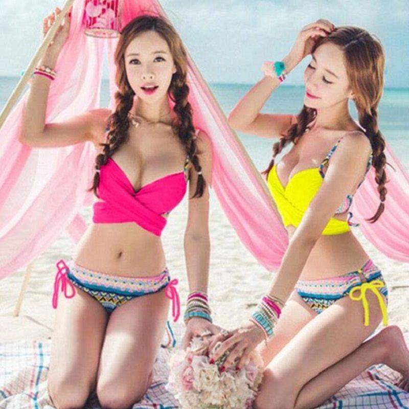 Hot girl models in bikinis