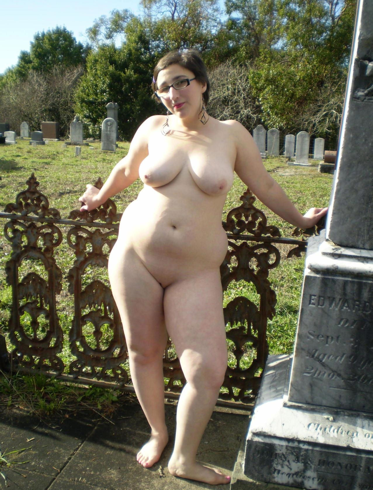 Chubby naked wife posing