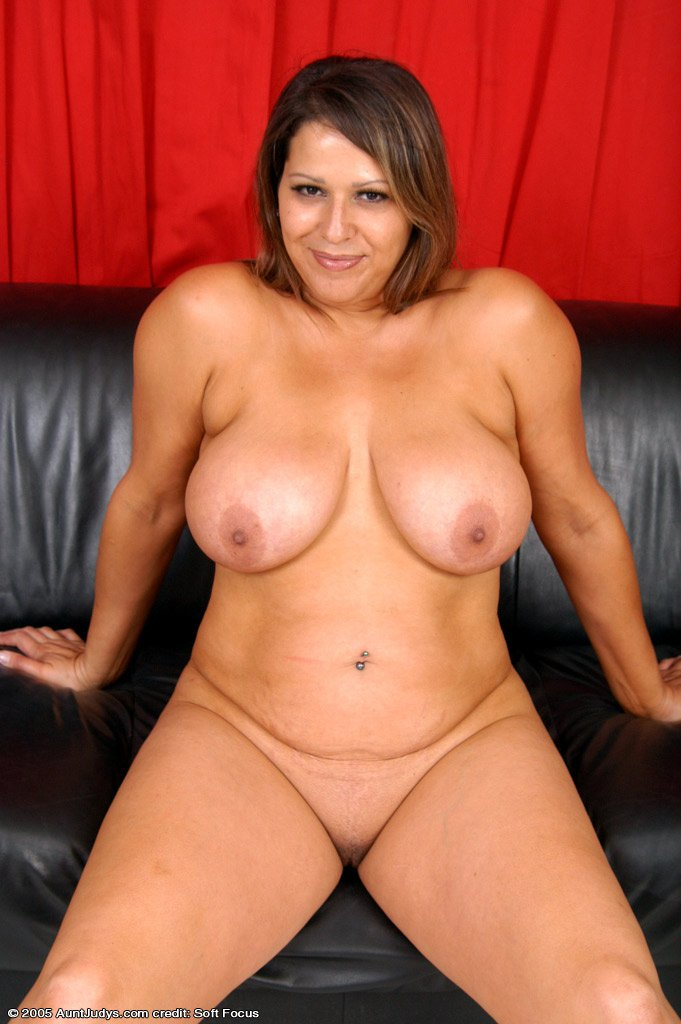 Plus size model nude having sex