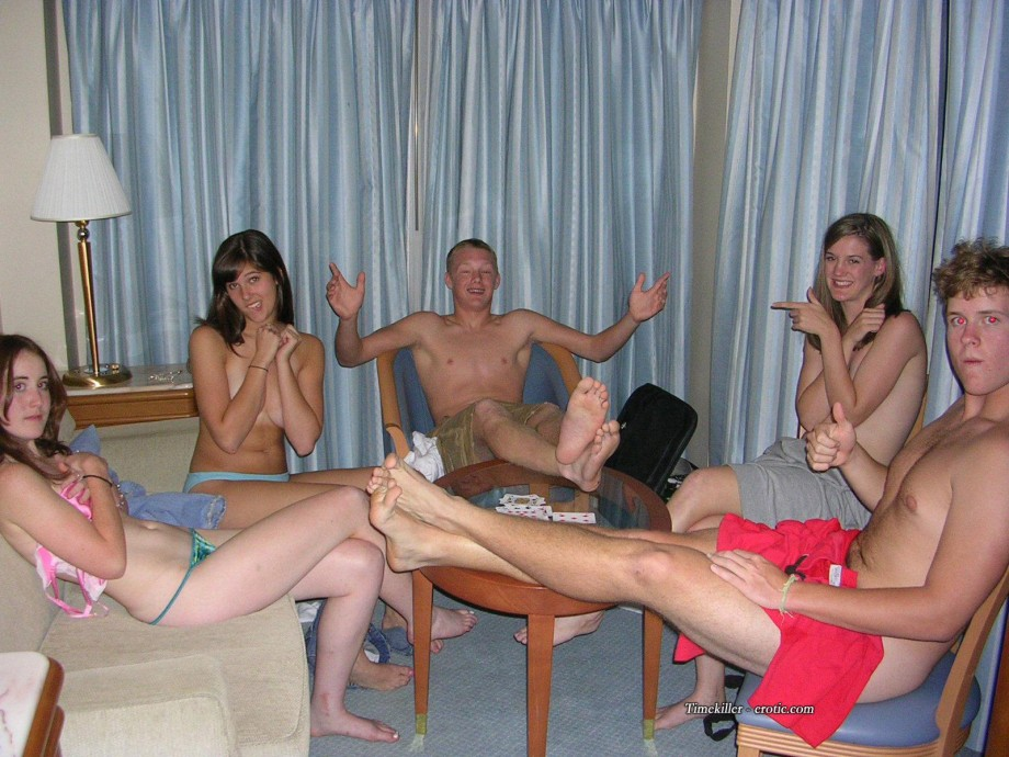 Game poker amateur strip