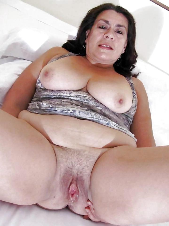 Skinny naked latina posing