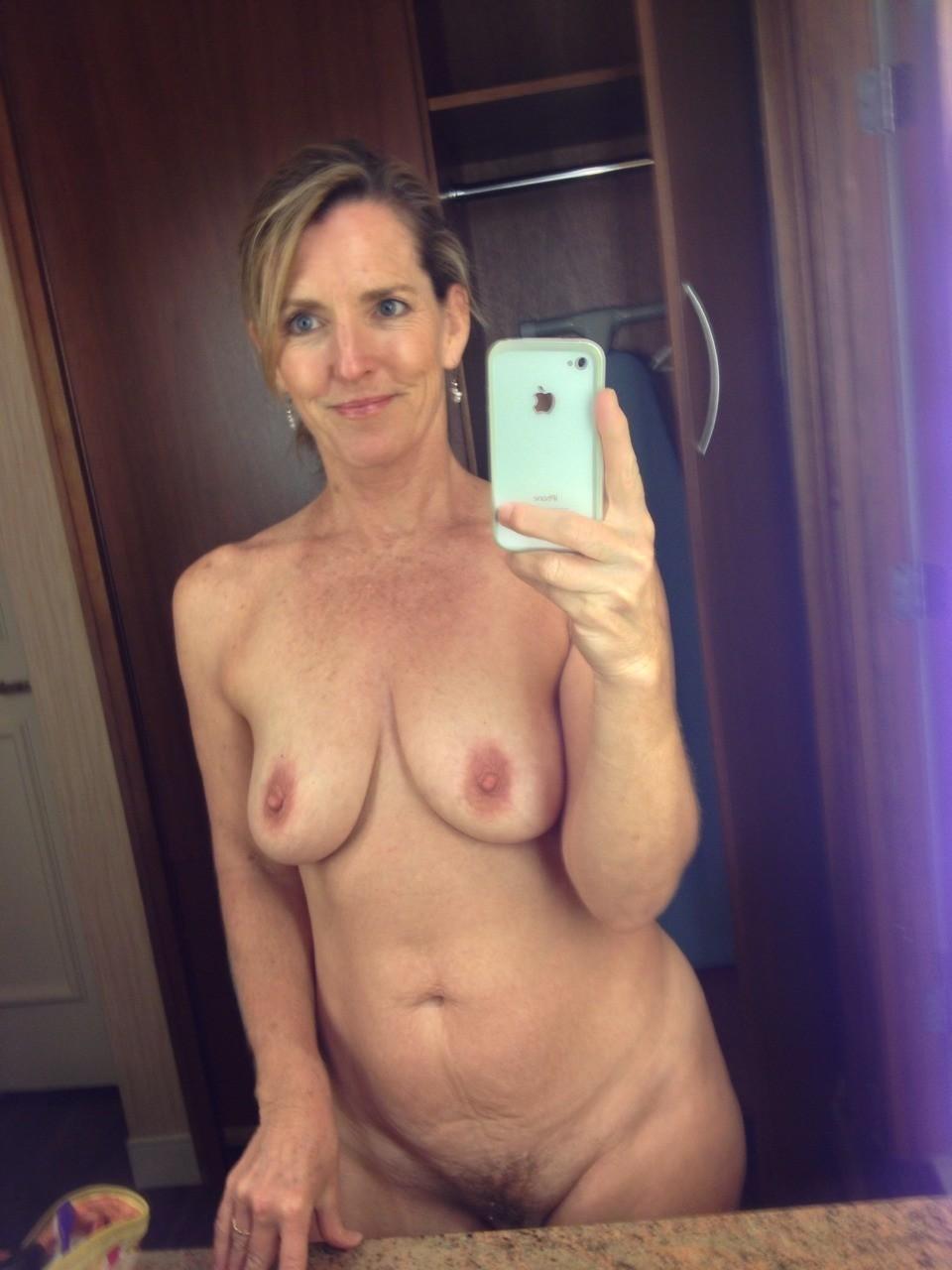 Mature amatuer selfie nude